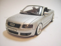 Welly Audi A4 Cabrio 3.0i V6 silber + 02-4 (umgebautes Modell) 1:18