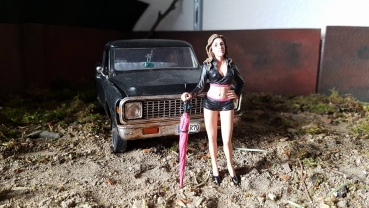 American Diorama 77436  Team Pink - Umbrella Girl II 1/1000 1:18