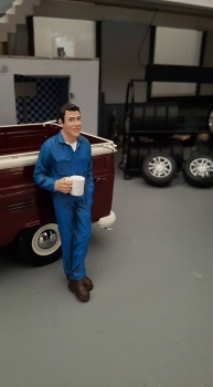 American Diorama 77445 Mechaniker -Larry macht Pause  1/1000 1:18