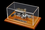 CMC Bugatti Typ 57 SC Motor mit Vitrine 1:18 M-112 engine in showcase